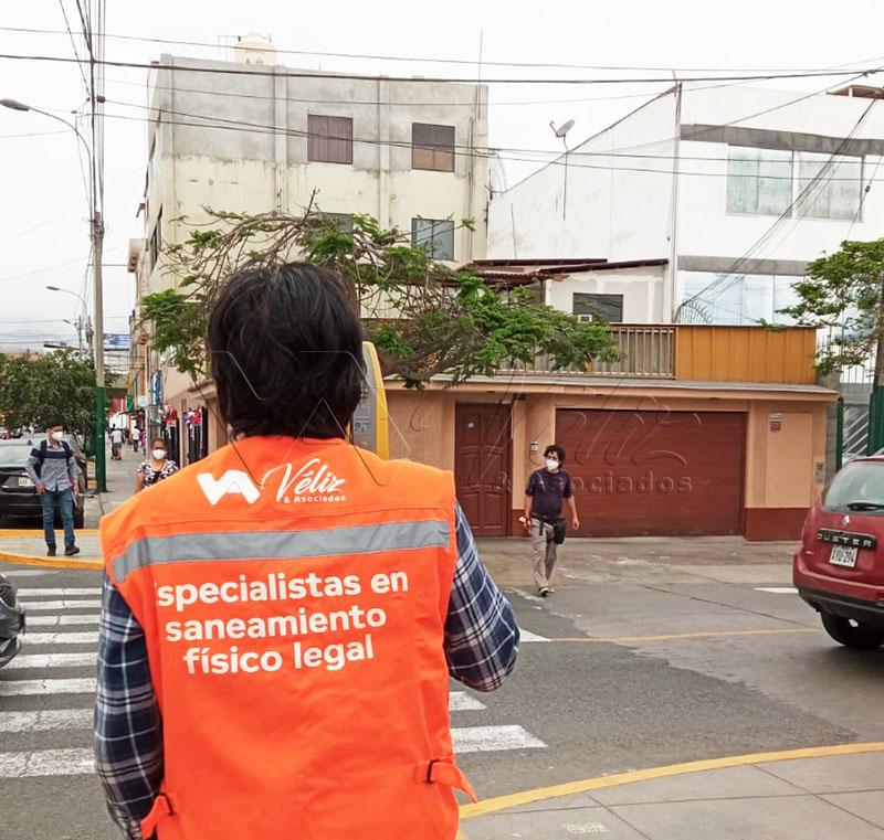 Trabajo-saneamiento-físico-legal-prescripción-adquisitiva-Santiago-de-Surco-Familia-Torres-Véliz-y-Asociados-2021-1